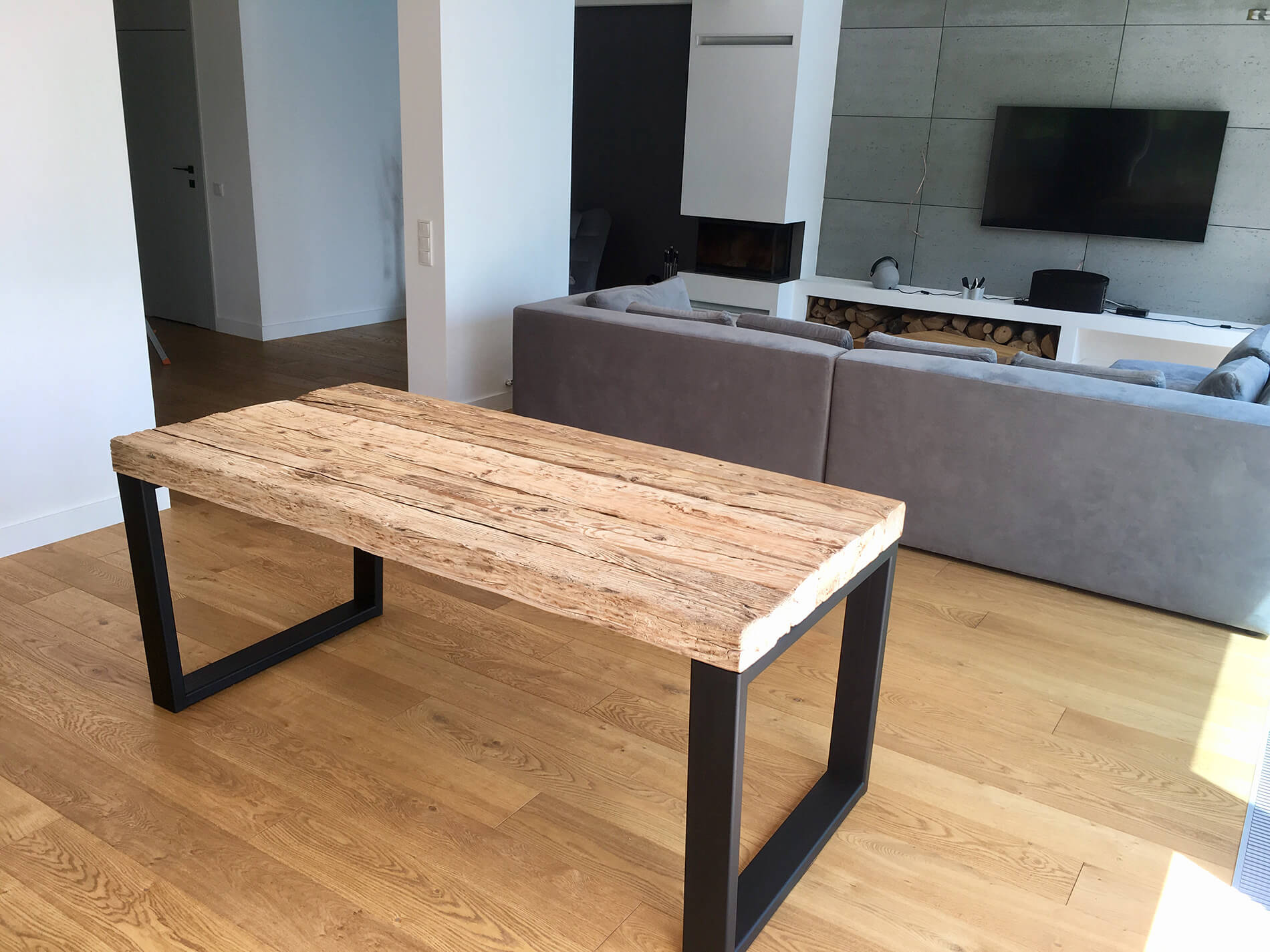 Designer furniture from reclaimed wood for modern environments
